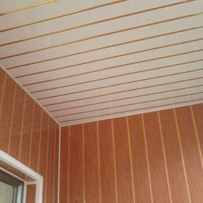 ремонт балкона ПВХ вагонкой